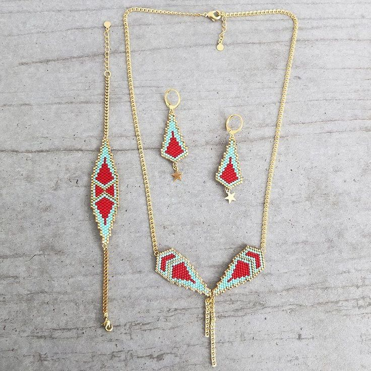 Le produit Boucles motif Naos tissées en perles de verre Miuki est vendu par My-French-Touch dans notre boutique Tictail.  Tictail vous permet de créer gratuitement en ligne une boutique de toute beauté sur tictail.com