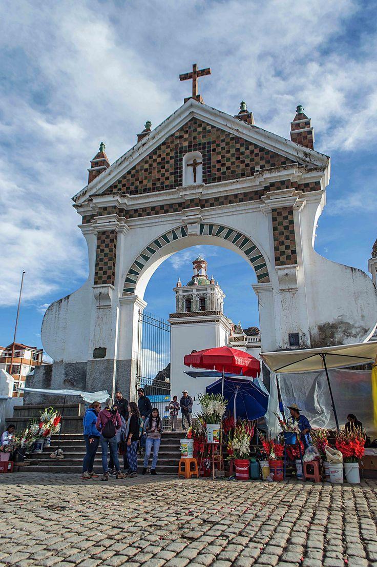 Basílica Virgen de Copacabana, Bolivia   heneedsfood