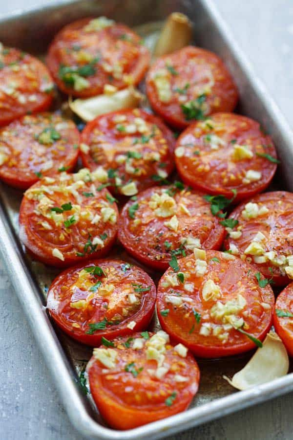 Garlic Roasted Tomatoes - easy and healthy roasted tomatoes topped with lots of garlic. So juicy and bursting with sweet and amazing flavors | rasamalaysia.com