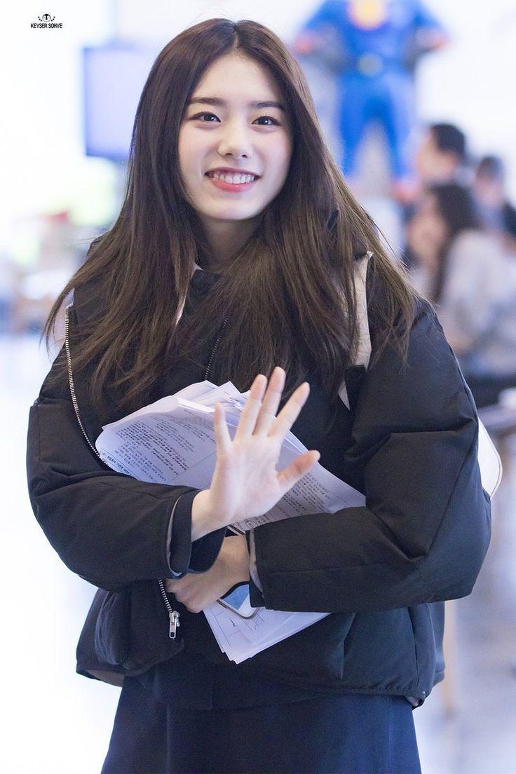 스퀘어 - 교복 입고 스케쥴 가는 김소혜