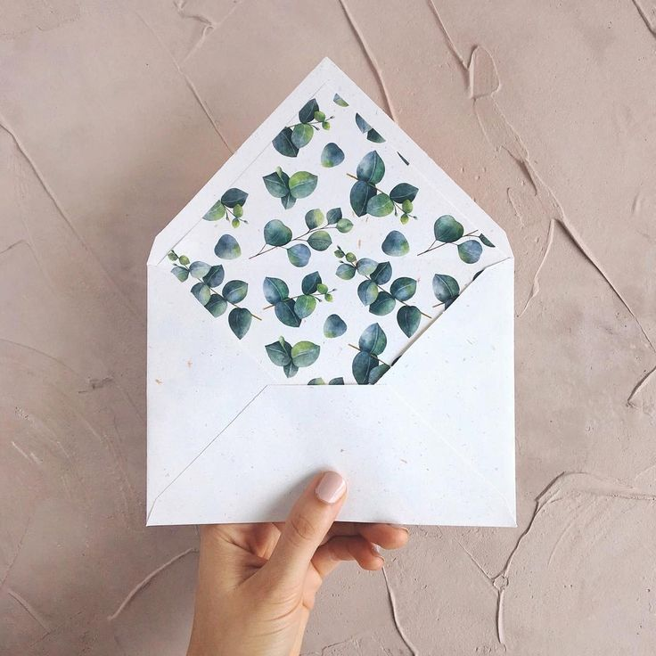 © PAPIRA invitatii de nunta personalizate // Just a cute handmade envelope using recycled paper and the really popular greenery liner. I think we made hundreds of this one by now. // #papiradesign #papirainvitations #invitatiidenunta #invitatiinunta #weddinginvitations #greenerywedding
