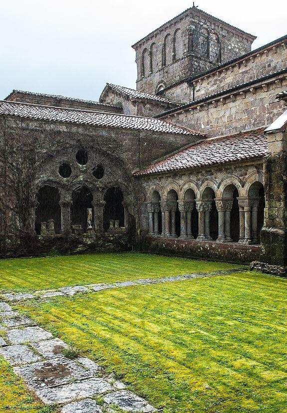 Monasterio Collegiata de Santa Juliana, Santillana de Mar, Cantabria,Spain. Photo by Max Rewinski