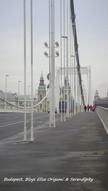 Erzsébet híd, Pont Elisabeth, Budapest sous les nuages