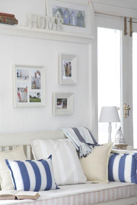 IDEAS PARA DECORAR EL SALON (SALA) DE LA CASA DE LA PLAYA Hola Chicas!!! Les tengo en esta ocasion una decoracion para la casa de la playa, en esta ocasion les tengo el como decorar el salón (sala), como pueden ver lo mejor es pintar las paredes de blanco y combinarlo con accesorios decorativos en texturas naturales, cojines en color azul de el tono que prefieras.  Les dejo una galeria de fotos donde podrán tener idea de como decorar tu salón (sala) Espero que les guste, que tengan un lindo…