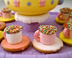 These cups and saucers are easy to make with your kids - simply use icing to stick sweets together on a iced biscuit.