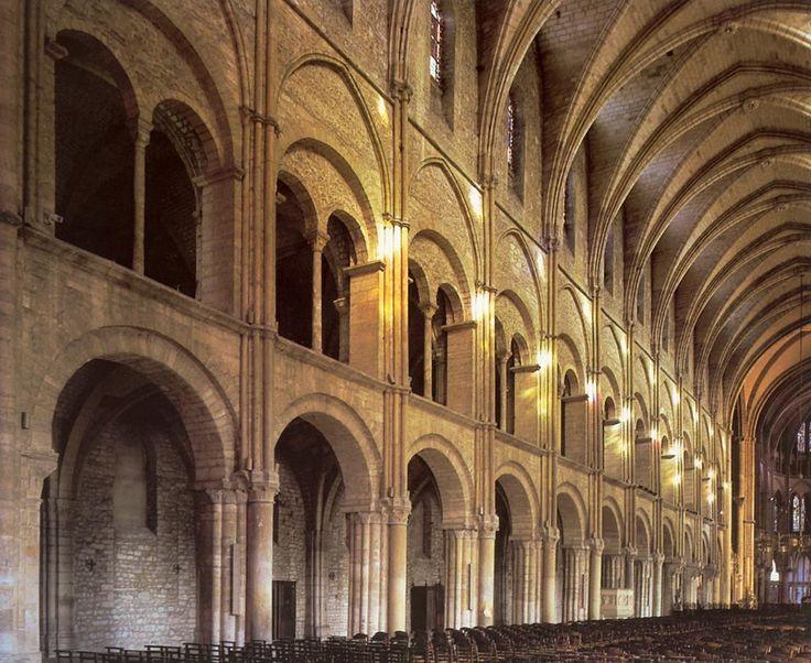 Сен-Реми в Реймсе, 1005 - сер. XI в. До XII в. сохраняются старые деревянные перекрытия.