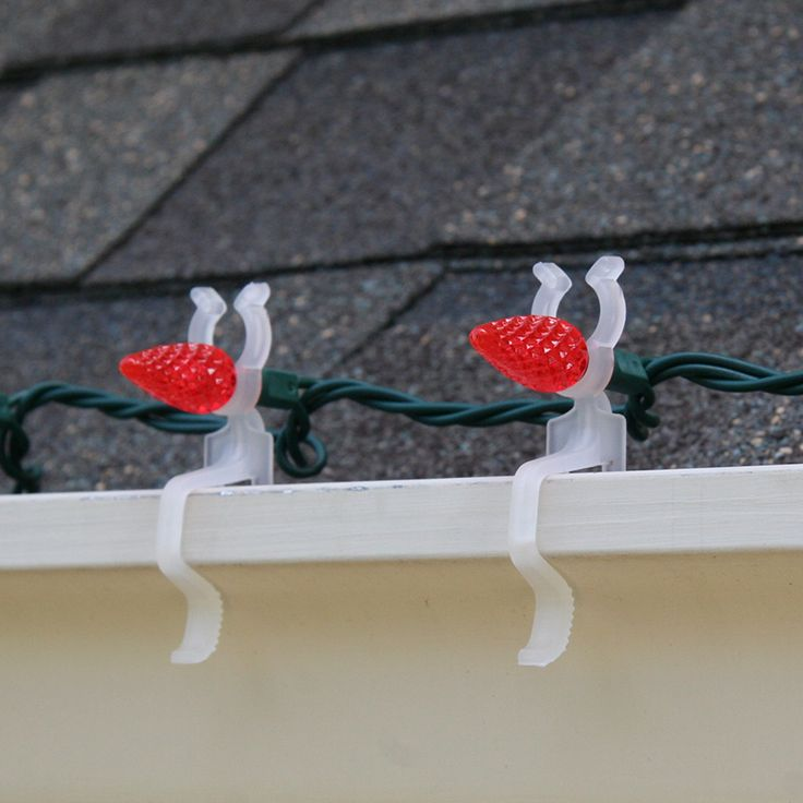 Our Christmas light clips chart provides a quick reference to know which Christmas light clips you need for gutters, shingles, windows, tile and more.
