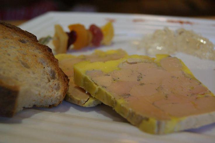 Foie gras de canard et gelée de Muscat. Brochette de fruits secs. Restaurant dans la campagne nivernaise