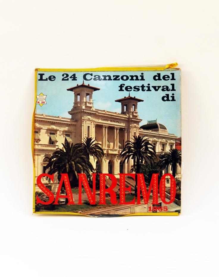 LP 33 giri in vinile. Raccolta canzoni di Sanremo del 1965. La copertina era scollata sui lati e per ripararla è stato usato nastro adesivo giallo. Il disco è in ottime condizioni, perfetto.