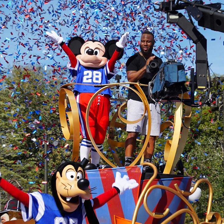 Here's running back James White with Mickey Mouse celebrating the Patriots Super Bowl win at Magic Kingdom.  Video coming soon to our website. #SuperBowl #nfl #patriots #jameswhite #magickingdom #disney #mickeymouse #football #wdw #waltdisneyworld #disneyworld