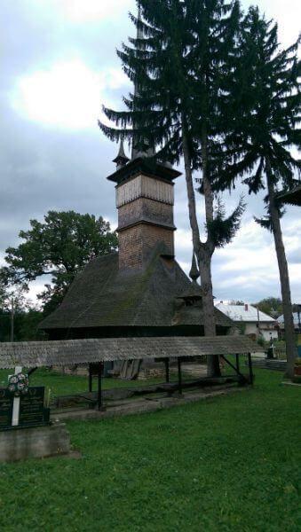 biserica din stejar din Coruia Maramures (11)