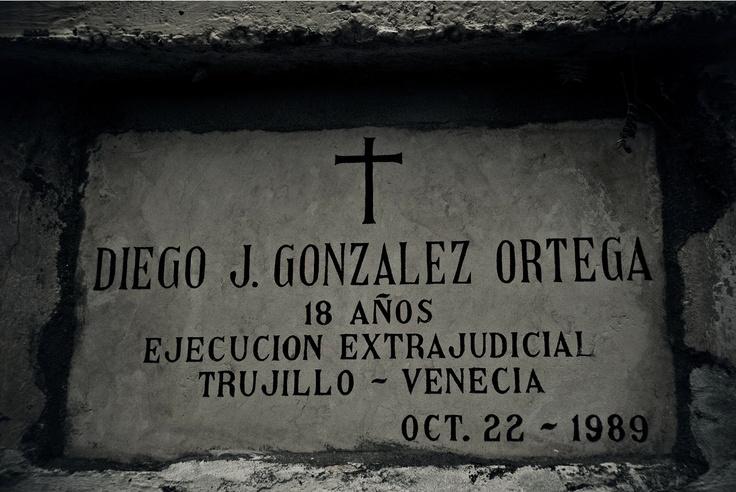 Ángeles en el limbo (XVIII)  Crédito: Rodrigo Grajales, 2012.