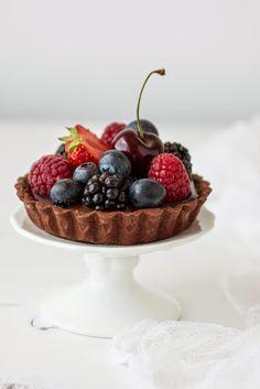 Chocolate mini #tart with berries| toetjeaddicted