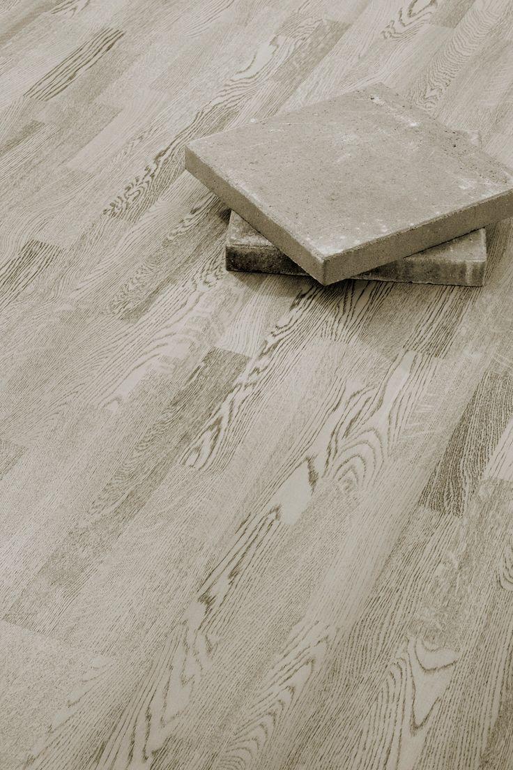 Parchetul din lemn de stejar Concrete Grey este inspirat din mediul citadin, permitandu-va sa va transformati caminul intr-un spatiu foarte personal, conectati la ritmurile schimbatoare ale stilului urban. Alb si negru intr-un joc monocromatic spectaculos! Parchetul triplustratificat stejar Concrete Grey este periat aspru, baituit si finisat cu ulei colorat.