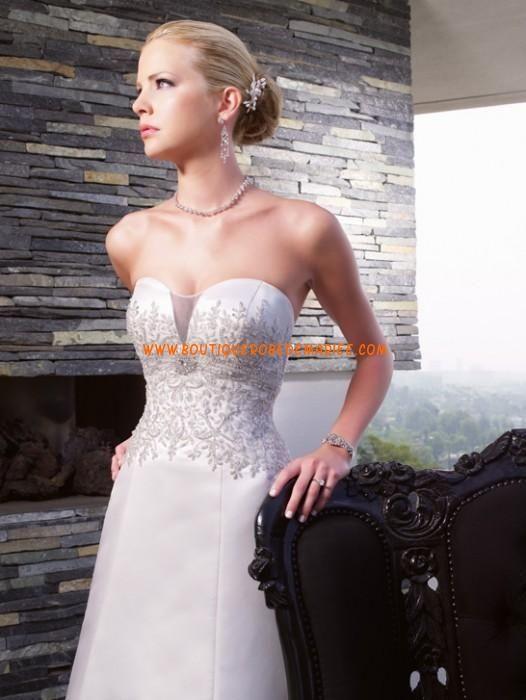 Robe de mariée 2011 sans bretelle avec traîne chapelle