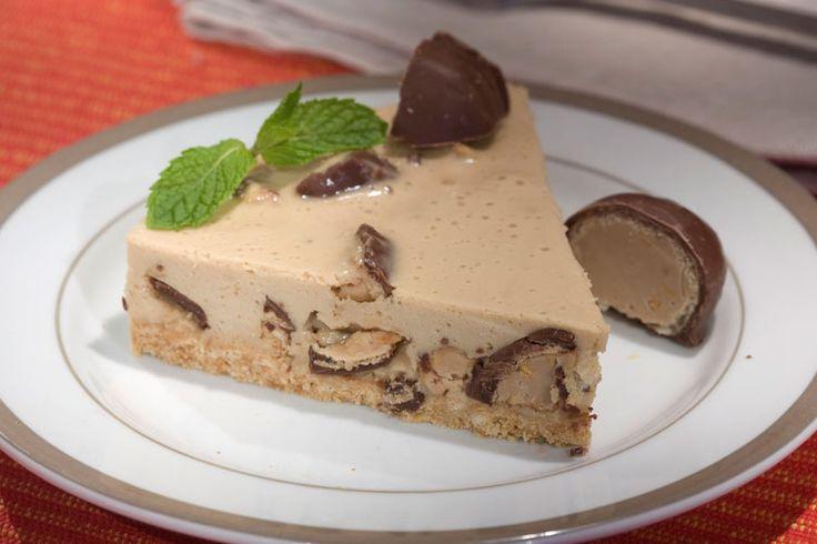 Aprenda a fazer uma deliciosa torta gelada de Sonho de Valsa® que você prepara em 30 minutinhos. A massa é de biscoito e vai café no creme. Uma delícia!