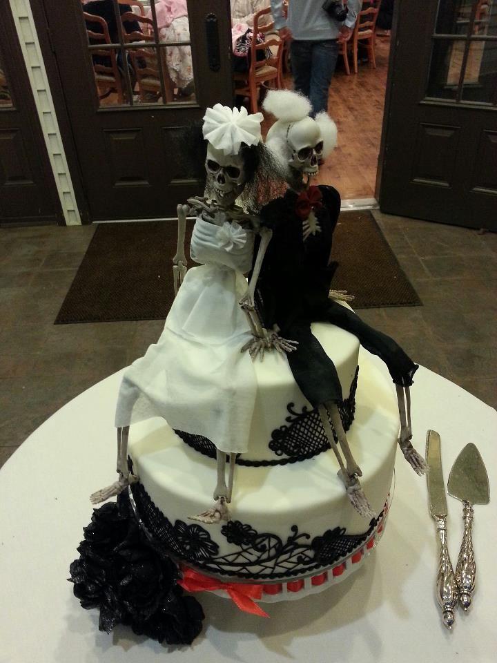 106 best Halloween wedding cakes images on Pinterest Halloween