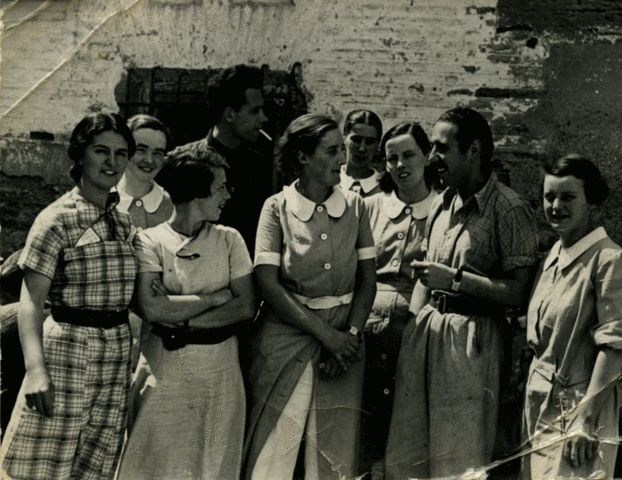 Spain - 1937. - GC - Volunteer Nurses And A Spanish Doctor, Aragon Front