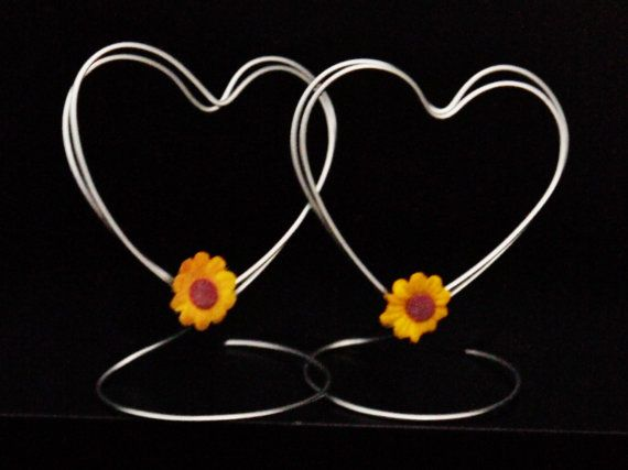 Wire Place Card Holders for Wedding or Shower, Set of 10 Standing Heart Shaped Table Name Holders with Sunflowers, Photo Holders, Wire Art