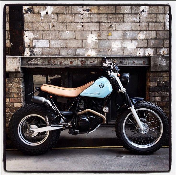 Yamaha TW 200 (Heck kürzen und erhöhen, Lampe entfernen, breite Reifen, längerere Sitz, Auspuff+Krümmer, Felgen verchromt, kennzeichenhalter + LED Blinker)