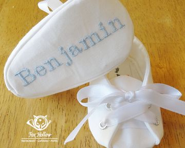 Personalized #BabyShoes.  Take note that the name is on the part of the shoe that is most visible when they are just born.  Great idea!