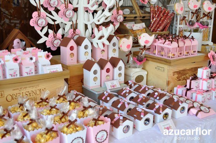 Mesa de dulces de pajaritos (FARAH)