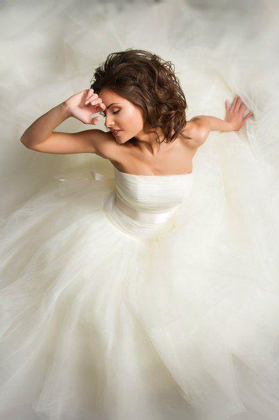 Платье невесты с воздушной юбкой