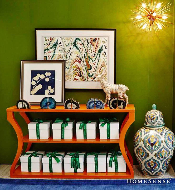 Be front hall fab this fall by introducing autumnal colours like orange and green to your décor scheme. #autumn #paint #accent #colour #entrance / Accueilliez l'automne à votre porte en adoptant l'orange et le vert dans la déco de votre entrée. #automne #peinture #decoratif #couleur #entree   Enter Contest: http://www.HomeSense.ca/HomeSenseStyle Participer: http://www.HomeSense.ca/HomeSenseStyleFr  #HomeSenseStyle