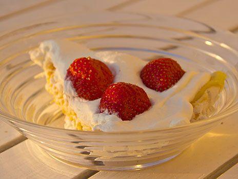 Krispig marängtårta med citronkräm   Recept.nu