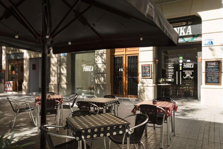 Terraza del restaurante Tonka. Fotografia de espacio: Kinoki studio