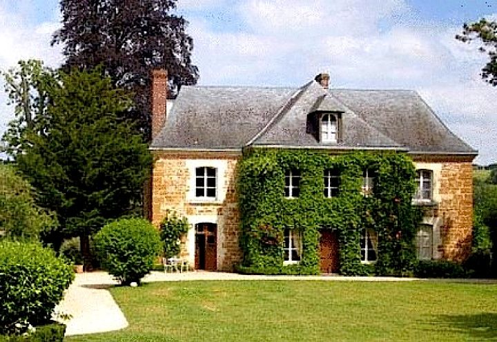 Hotel Prieure Saint-Michel in Normandy, France: Country Retreat, Hotels Prieuré, Beautiful Houses, Dreams Houses, Thatched Roof, Barbie Dreams, Amazing Places, Amazing Houses, Charms Houses