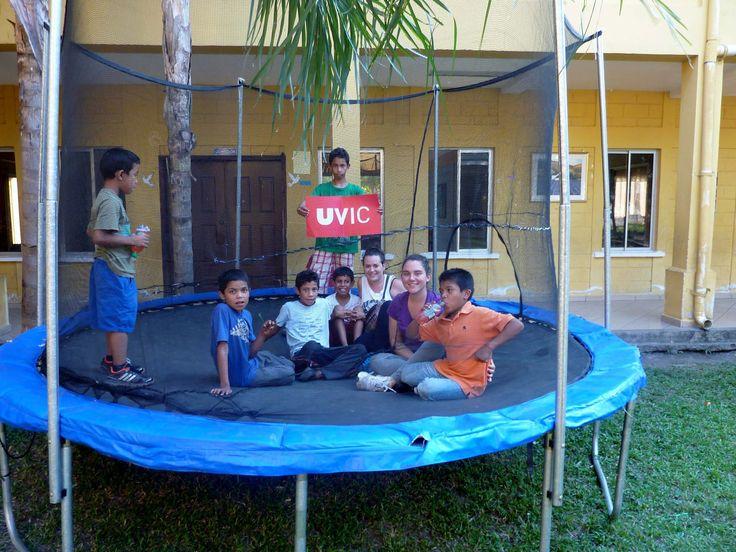 La Marta Quetglas Coll, estudiant de Fisioteràpia, ha realitzat les pràctiques a Nicaragua i participa al concurs La UVic al Món i ens diu: 'Sentir que puc fer coses que mai hauria pensat fer, em fa créixer interiorment' #CampusInternacional #UVic #uviclife #LaUVicAlMón #fisioterapia #Nicaragua