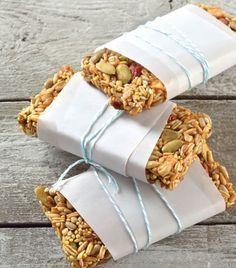 Barras de avena con frutos secos Ingredientes:1 taza de avena, ¼ de amaranto,¼ de semillas de girasol, ½ taza de miel ¼ de semillas de calabaza