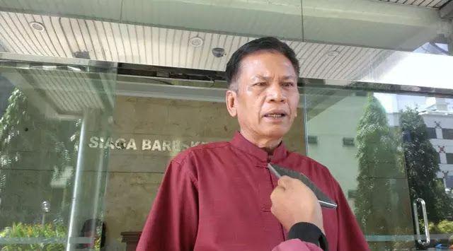 Ahok kembali dilaporkan ke polisi  Ilustrasi (Liputan6)  Damai Hari Lubis melaporkan Gubernur DKI Jakarta Basuki Tjahaja Purnama atau Ahok dan Wakil Gubernur Djarot Saiful Hidayat (Ahok-Djarot) ke Bareksrim Polri hari ini. Dalam laporan polisi LP/208/II/2017/Bareskrim Damai menyatakan Ahok-Djarot diduga melakukan tindak pidana penistaan agama sebagaimana Pasal 156 a KUHP dan Penyalahan Kekuasaan sebagaimana Pasal 421 KUHP jucto Pasal 55 KUHP. Pria berprofesi sebagai advokat itu merasa…