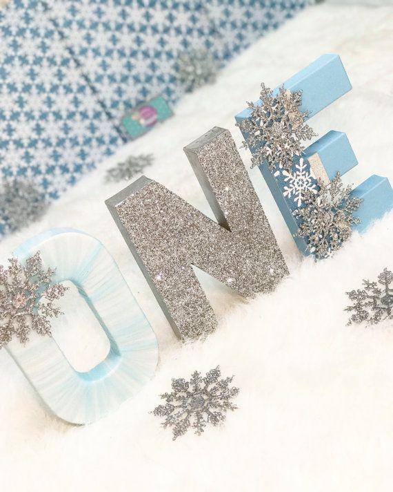 Ein Buchstaben – Schneeflocke Dekor – Schneeflocke Dekorationen – Winter Wonderland Dekor – Winter Onederland – erste Geburtstagsfeier – Glitter Buchstaben