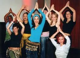 Elke dinsdag zit ik op Bollywood danslessen. We hebben een gezellige groep van 10 dames en 1 jongeman.