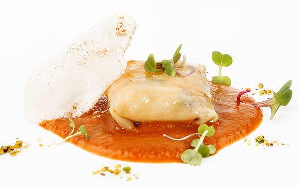 Ravioli de pato con salsa de miel y romero. Las recetas del chef Antonio Arrabal.