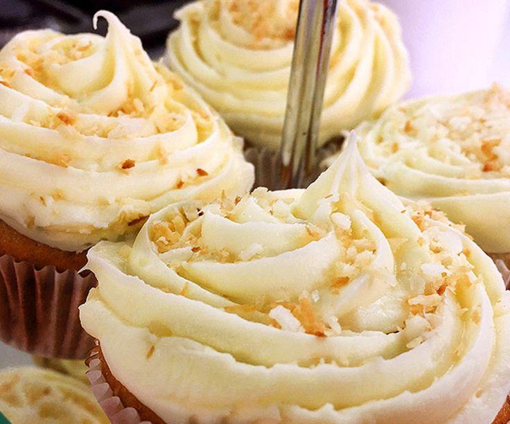 Cupcakes de rompope, coco y nueces