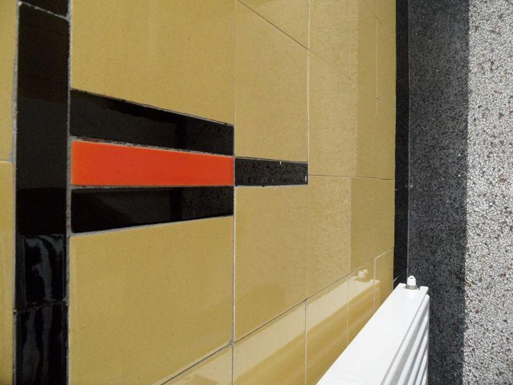 796 best jaren 20 jaren 30 woning tegels badkamers gang keuken images on - Deco toilet ontwerp ...