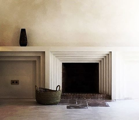 Now that's a fire surround. Incredible work in Ramon Llull #3 house by @moredesign.es