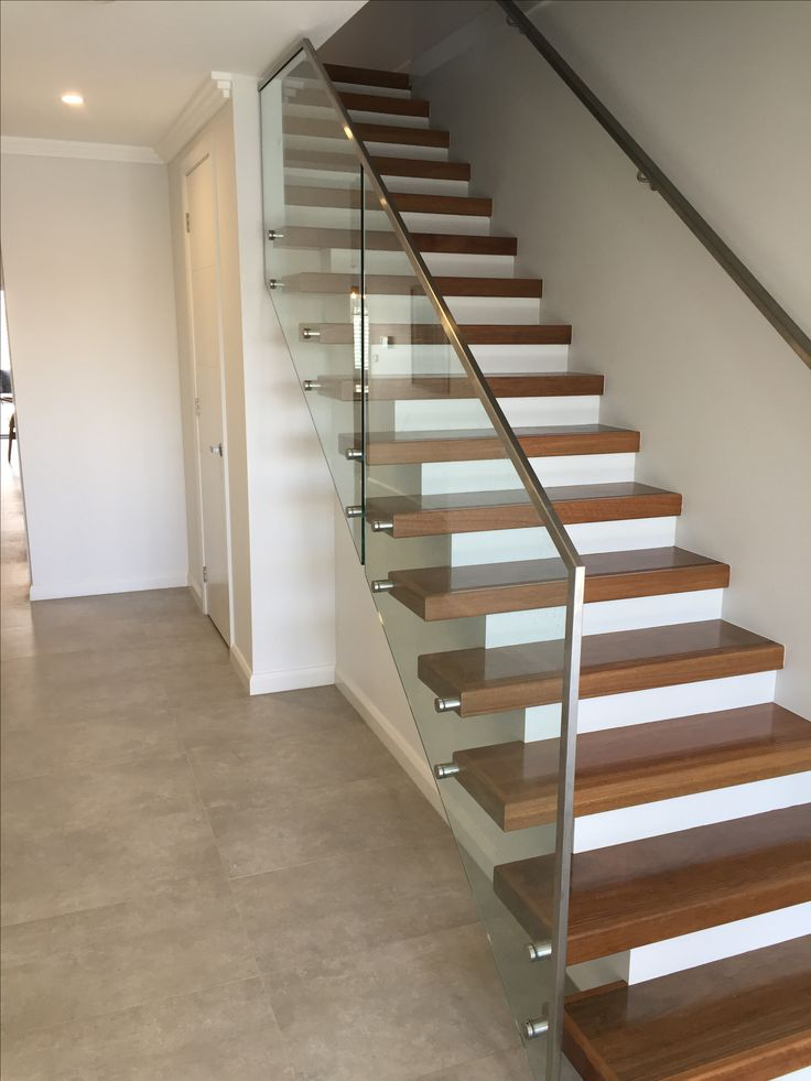 Glass balustrade, stainless steel handrail and fixing system