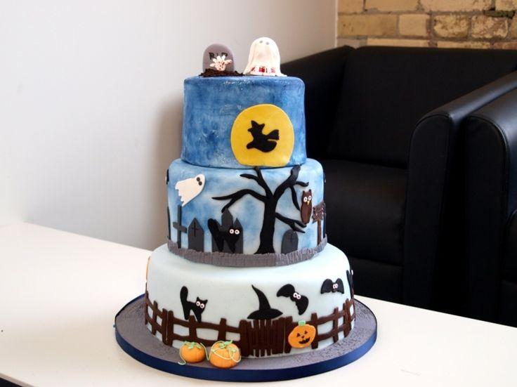 torte in blauen nuancen mit halloween motiven halloween cakeshalloween partypartiespiescakedecoration