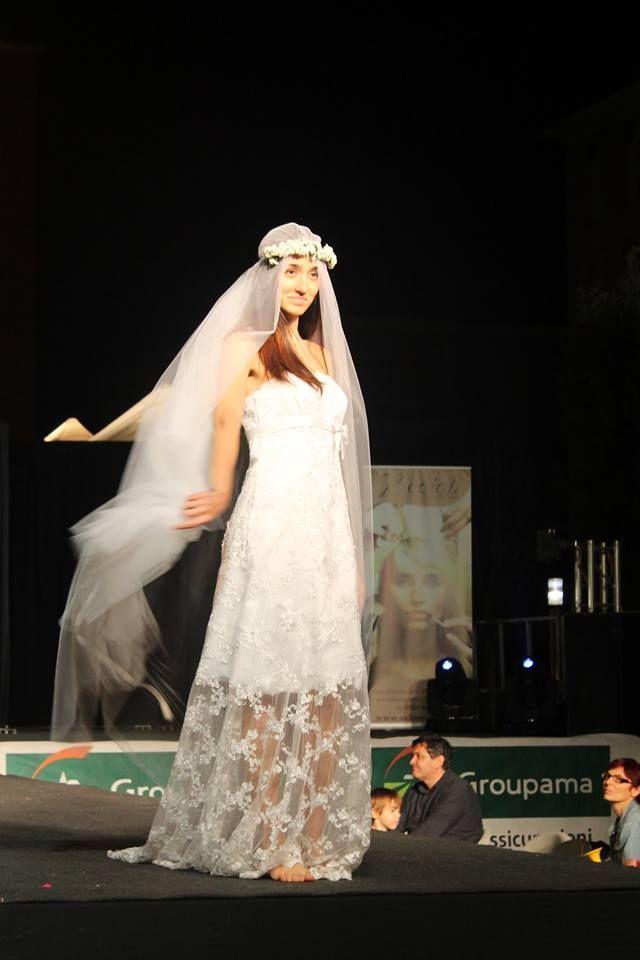 abito La sposa vanitosa modello pronovias in pizzo bianco corto palloncino con pizzo trasparente molto Boho Chic !! € 650 sconto 20% se acquisti alla prima prova