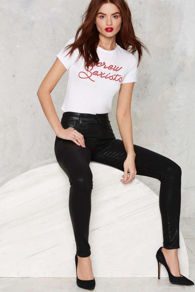 Tricouri cu mesaje la moda: cum le alegi inspirat