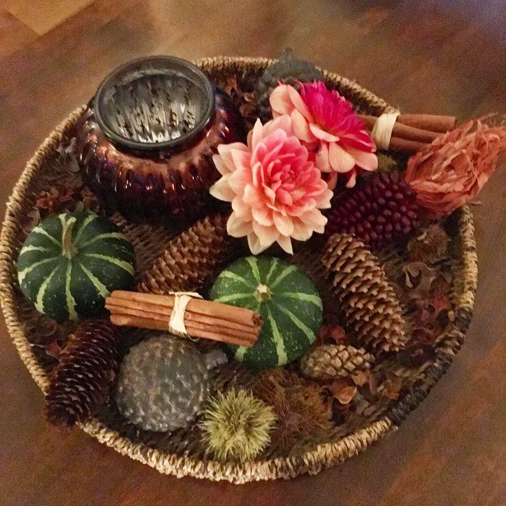 Tafelstuk met dennenappels, kaneel, pompoen etc-  woondecoratie / centerpiece with pine cones, cinnemon, pumpkin etc - homedecoration
