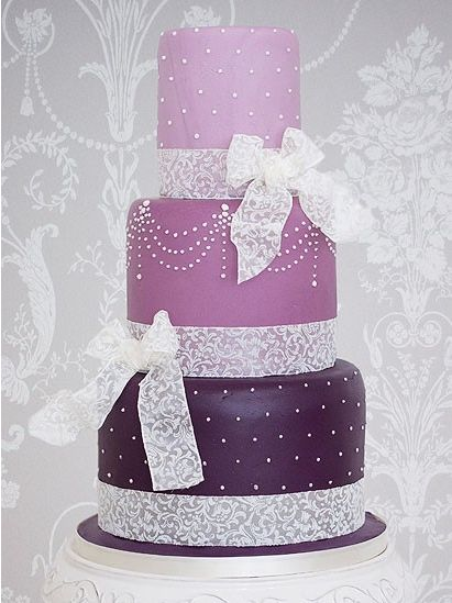 purple. bows. and cake. my favorite things.Shades Of Purple, White Pipe, Purple Wedding Cake, Colours Cake, Beautiful Cake, Cake Cake, Purple Cake, Birthday Cake, Weddingbday Cake
