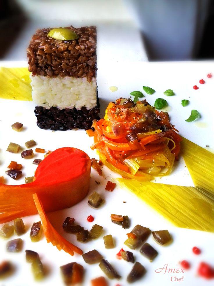 Riso Venere, Rosso selvaggio e Ribe, accompagnato con salsa al Campari. Tagliatelle padellate di carote caramellate con miele di mielata, porri in agrodolce con aceto di miele e zucchero semolato, conditi con un ragù di cipollotto viola, carote, timo, basilico pepe e sale rosa.