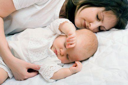 4 Trucs de Grand-Mère pour Dormir Comme un Bébé.