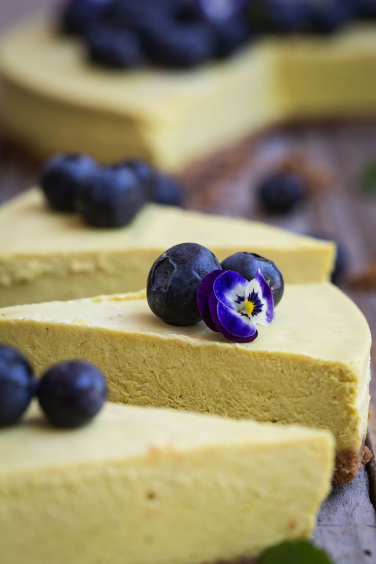 This Golden Milk Cashew Cheesecake combines the gorgeous turmeric, cardamom, pepper and maple flavours of golden milk with a creamy cashew and tofu cake and ginger nut biscuit base. The flavours are subtle but this vegan yellow concoction is anything but a wallflower.