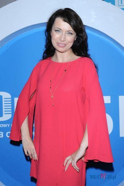 Katarzyna Pakosińska w obszernej sukience